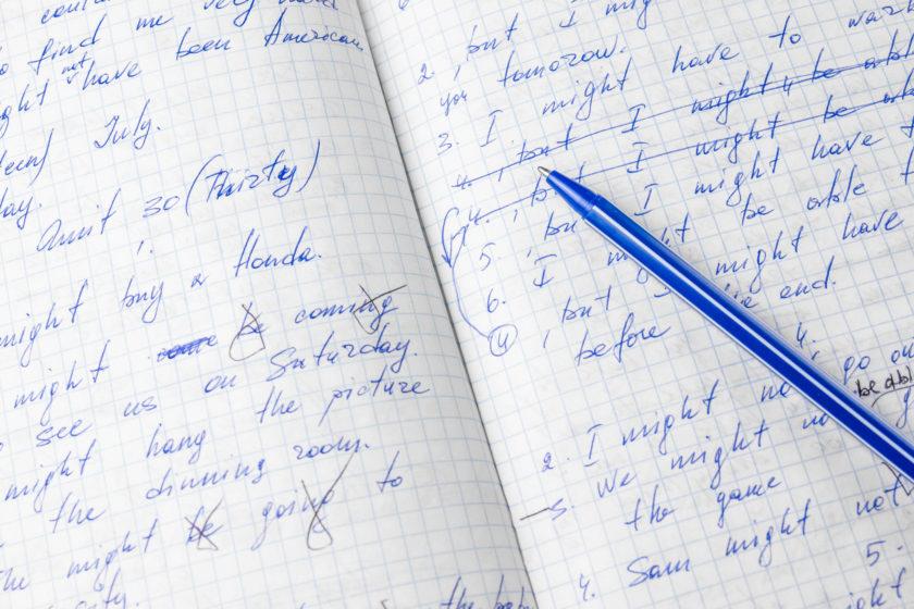 筆記体で書かれたノート